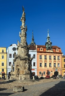 Baroque statue of the Holy Trinity and the Old City hall on Peace Square., photo by: Ing. Libor Sváček, archiv Vydavatelství MCU s.r.o.